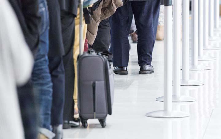 国内線搭乗でスーツケースにベルトは必要?メリット・デメリットを徹底検証!