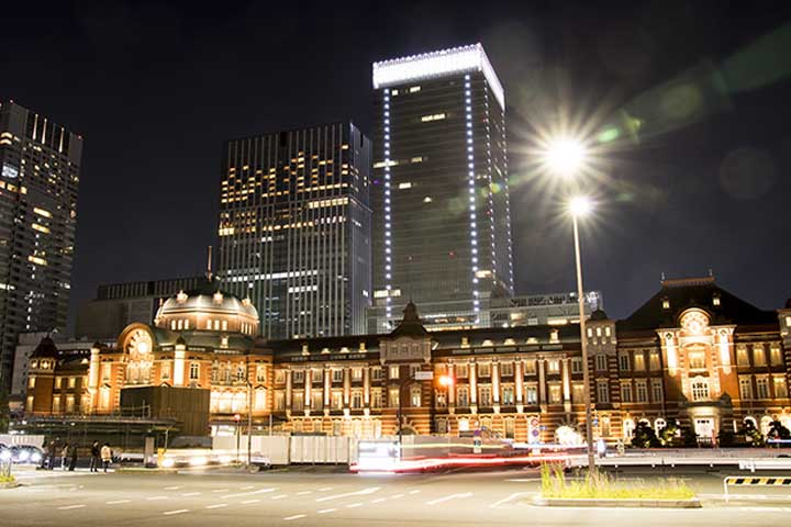 東京駅から大阪駅までお得に行けるのは飛行機?それとも新幹線?