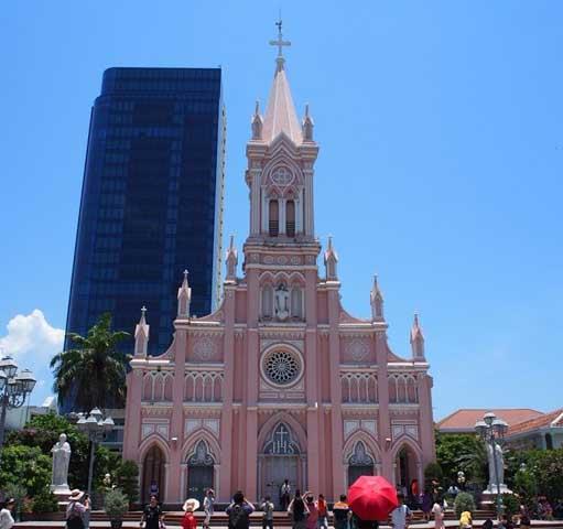 ハン市場の観光と組み合わせるならダナン大聖堂がオススメ!