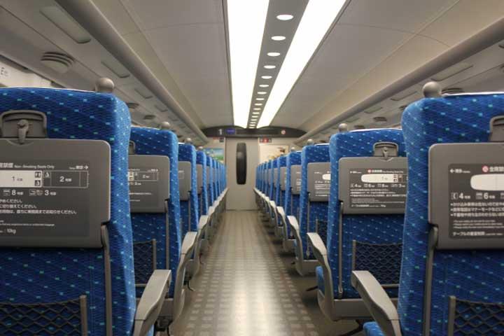 新幹線「のぞみ」の自由席と指定席の料金はどれくらい違う?