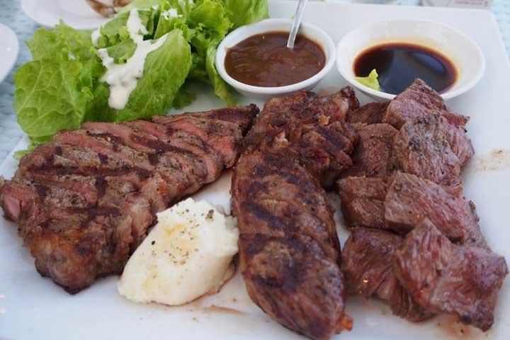 ダナンのレストラン「THE GARDEN」でオススメの3種のステーキ盛り合わせ
